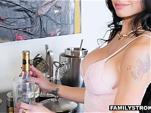 big-boobed milf finds her animalistic appeal to her nephew