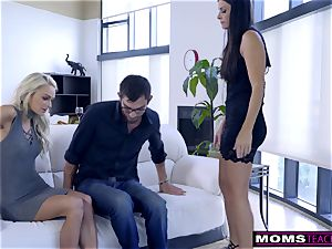 mother tears up sonnie And munches creampie For Thanksgiving treat