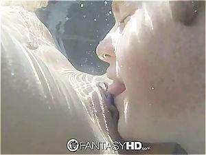 Sara Luv gives under water blow-job