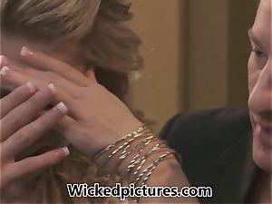 Bride to be Jessa Rhodes has pre-wedding nail