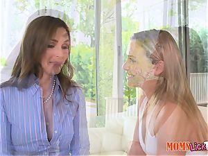 mummy Tanya Tate eats out fantastic teen Mia Malkova