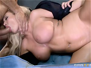 red-hot cop Summer Brielle spit roasted by 2 criminals