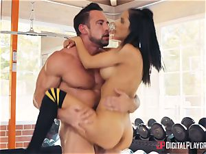fitness coach Johnny Castle and his fresh college girl Tia Cyrus
