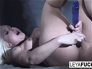 Leya Falcon wedges hook-up toys in both her fuckholes