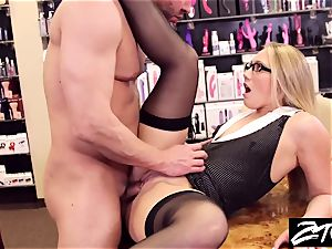 AJ Applegate assistant takes it up the caboose her manager