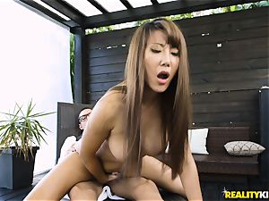 Tiffany Rain hammered by the giant meatpipe of her waiter
