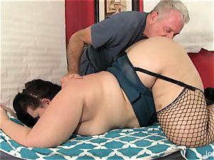 bbw Becki Butterfly gets a total body massage
