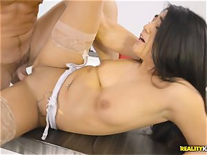 Facializing the sizzling multi servicing maid Lexy Bandera after red-hot firm pound