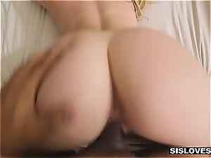 molten Jayden provokes her stepbro with her succulent butt