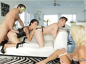 xxx cooch thrashing act with 3 insane stunners