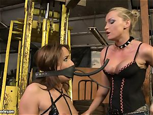 Andy dark-skinned and Kathia Nobili truss and frosting of throat