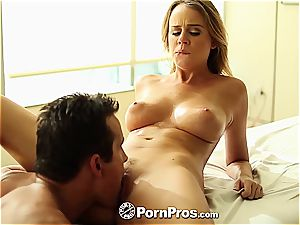 Alexis Adams uses her kinks and pussy