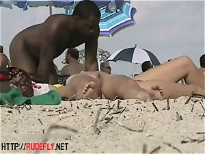 Beach sweeties string up out nude below the sun