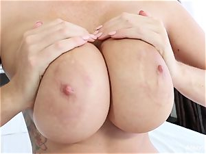 Interview with busty sweetheart Alison Tyler