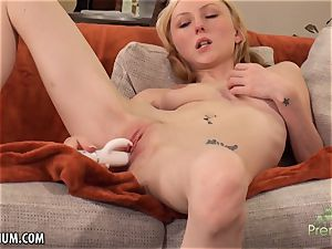 Amy Quinn luvs to jerk her vag with a fucktoy