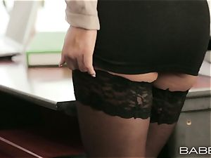 Office stunner Alexis Brill tears up her coworker