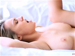 Boxing stunner Natalia Starr concludes her exercise in a different way