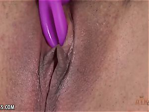Julie Kay plays with her nub and shoots a load