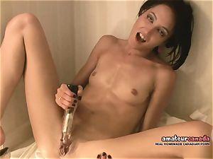 bony French woman with lil' bra-stuffers jizzes using ben